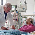 Herr Dr. Fürsch bei der Behandlung