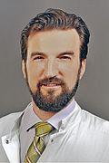 Herr Dr. med. Simon Parmentier