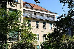 Gebäudeansicht KfH-Nierenzentrum für Kinder und Jugendliche München